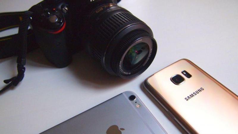 """Los smartphones """"rompen"""" el mercado de las cámaras fotográficas"""